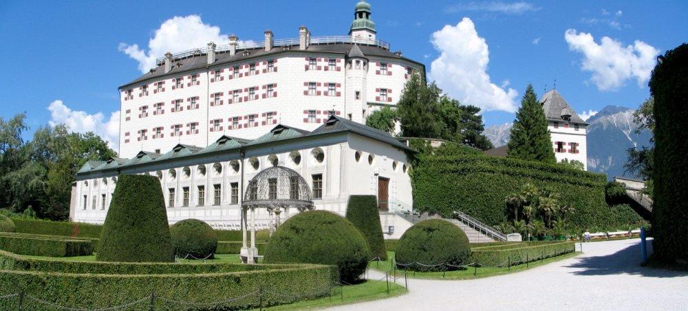 замок Амбрас в Инсбруке