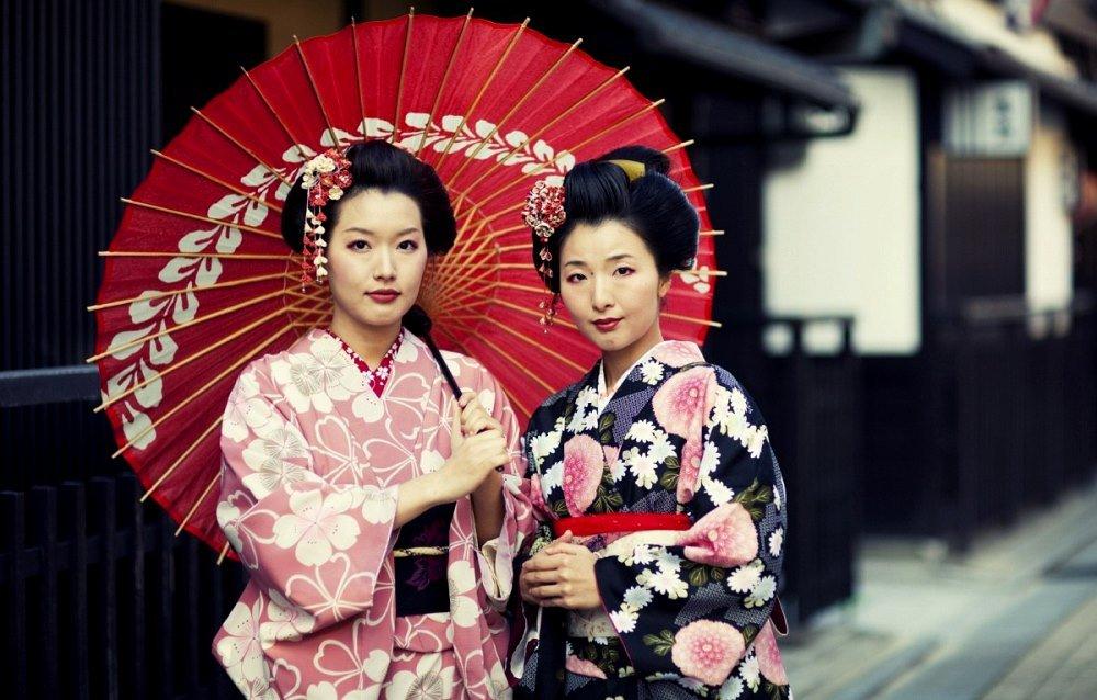 девушки японки в национальных костюмах