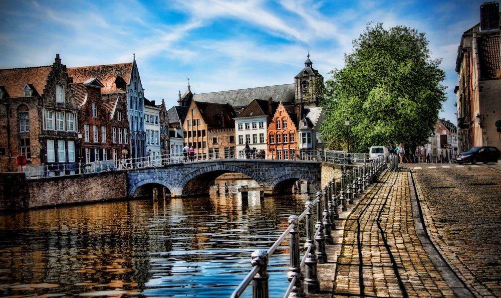 красивая фотография набережной Брюгге