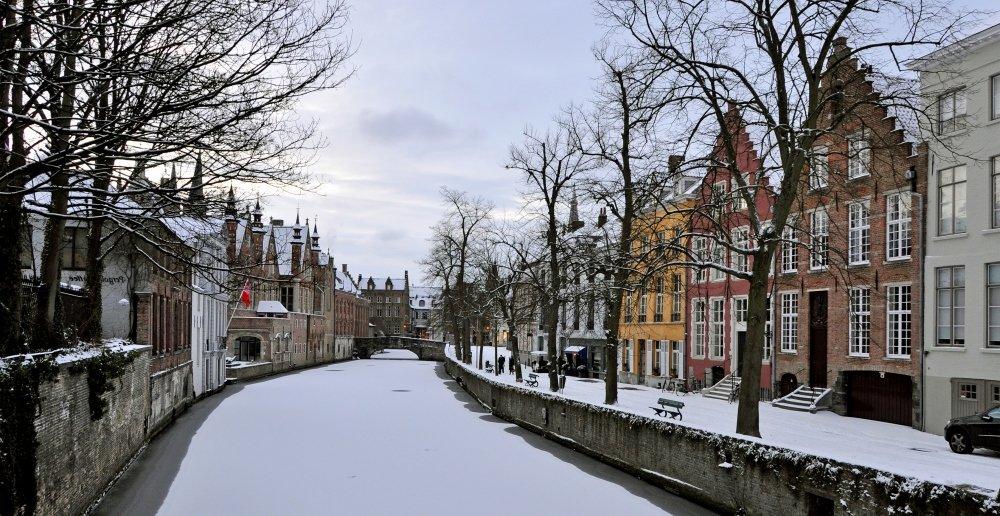 городские каналы Брюгге зимой