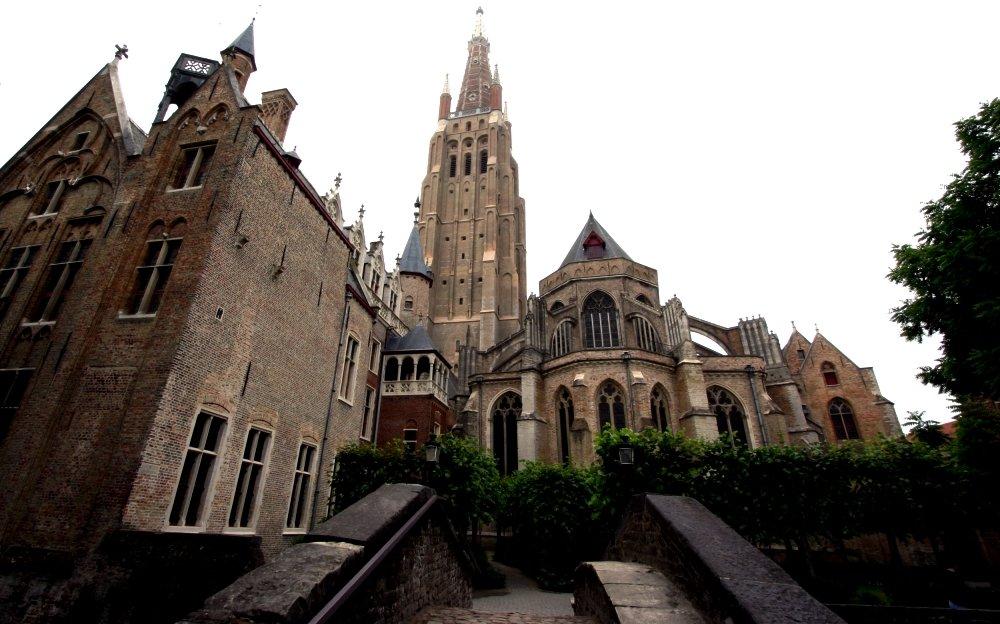 фото Церкви Богоматери в Брюгге
