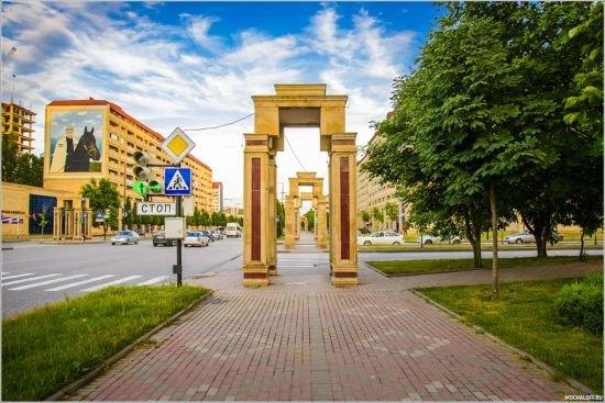декоративные рамки на тротуарах в Грозном