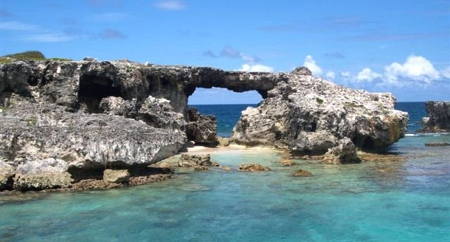 рифы острова