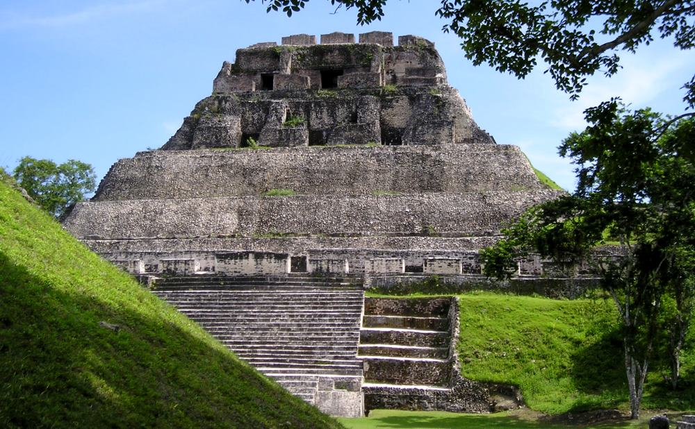 фото пирамиды в Белизе