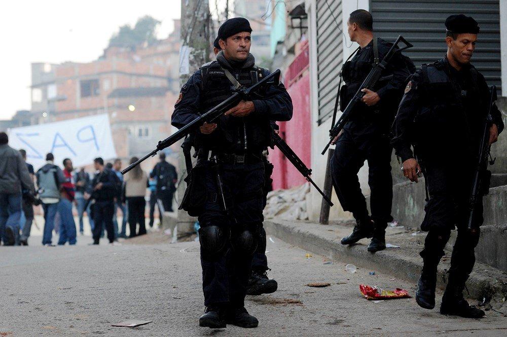 офицеры полиции в Рио-де-Жанейро