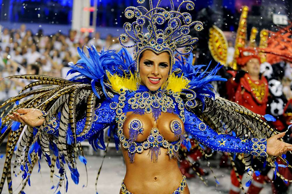 фото женщины на бразильском карнавале