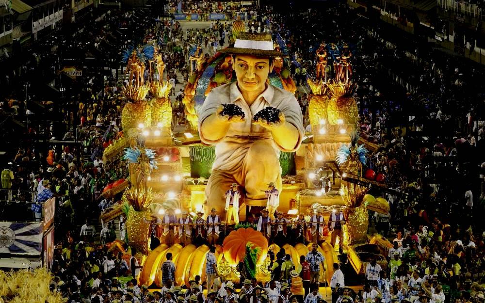 фотография карнавала в Рио-де-Жанейро