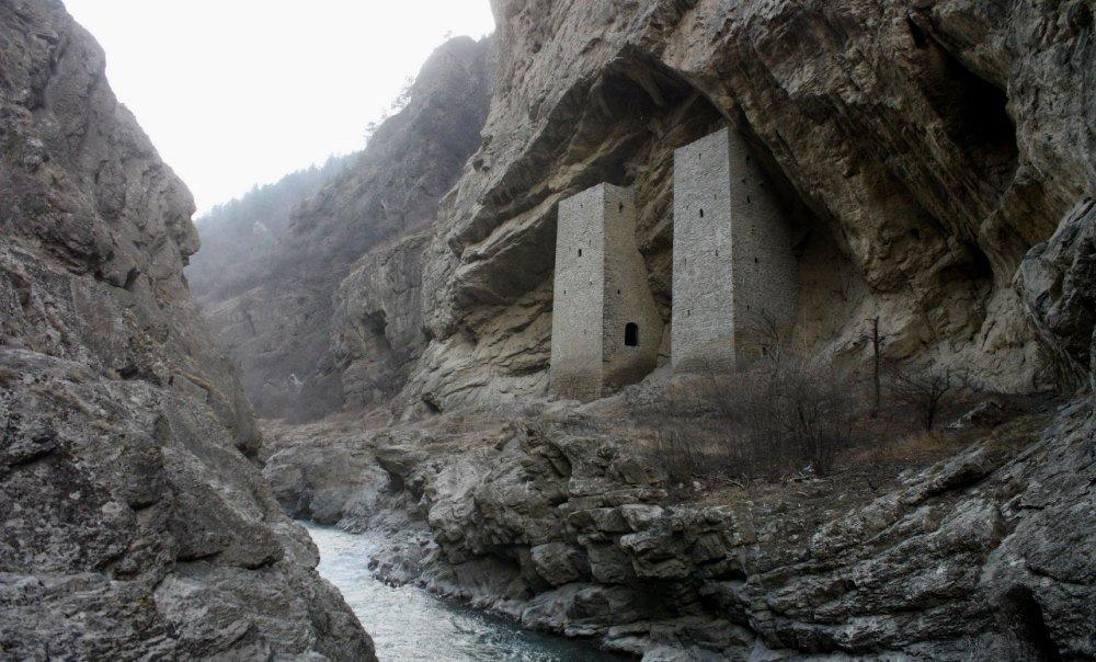 Чеченские защитные сооружения в Аргунском ущелье