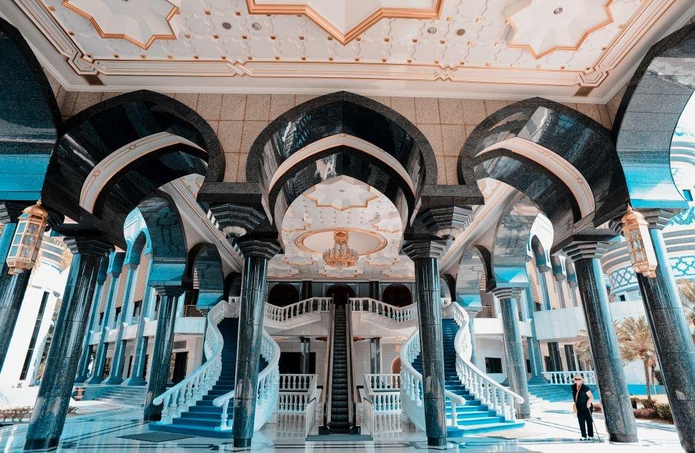 внутренний интерьер мечети