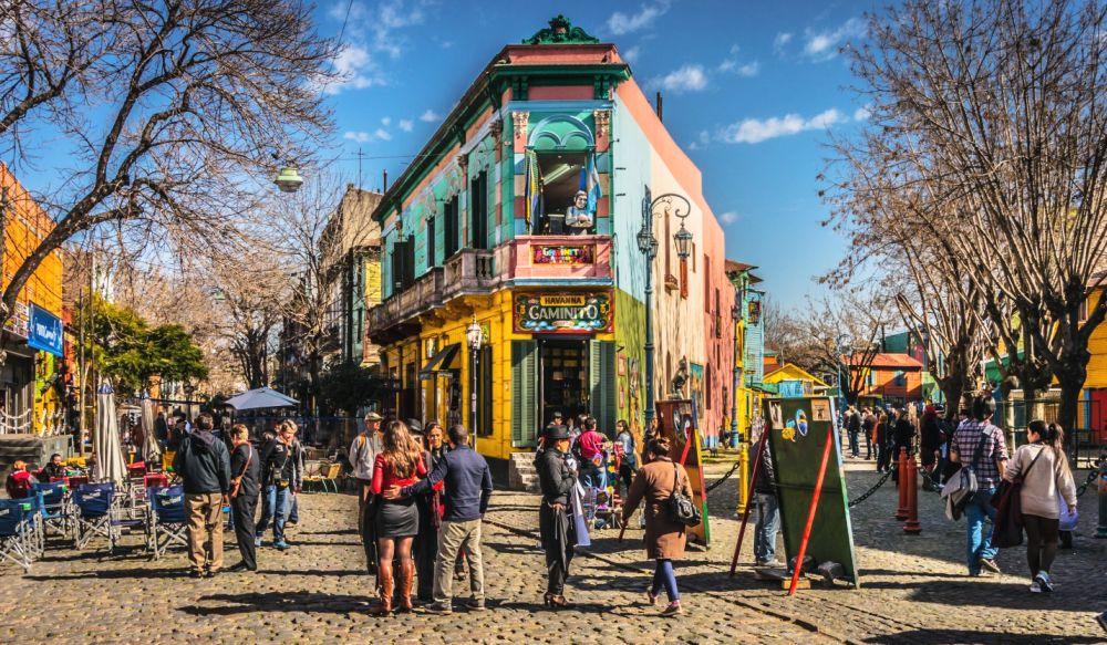улица, популярная среди туристов