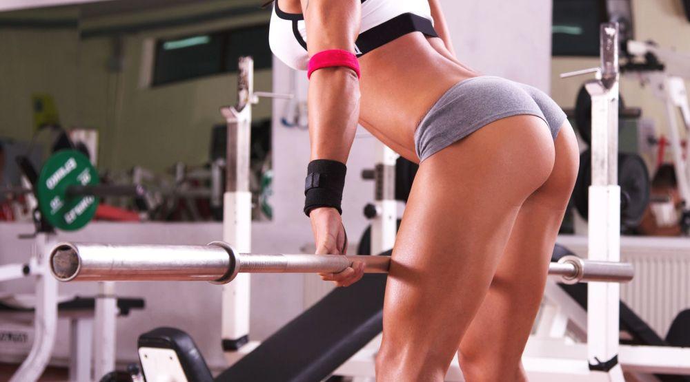 девушка без лица занимается фитнесом