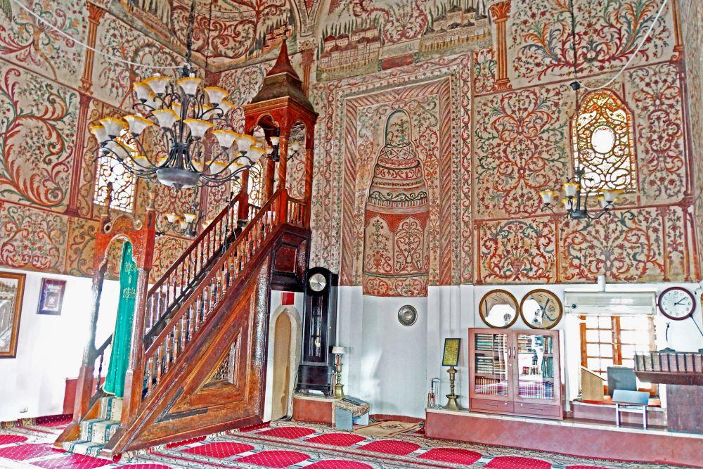 Внутреннее убранство мечети Эфем Бей